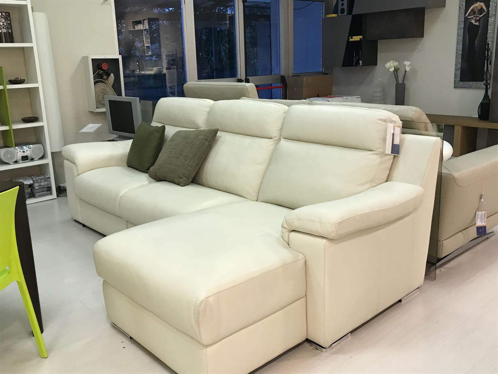 Showroom divani arredamenti pastorearredamenti pastore for Pastore arredamenti